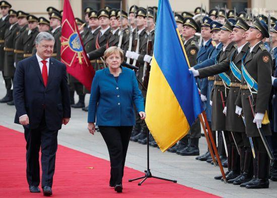 """""""Я - оптиміст"""". Порошенко розповів, що буде з Мінськими домовленостями після відставки Меркель"""