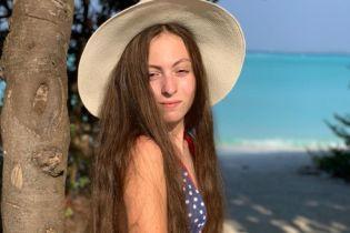 У купальнику і капелюсі: 13-річна донька Полякової показала фото з відпочинку на Мальдівах