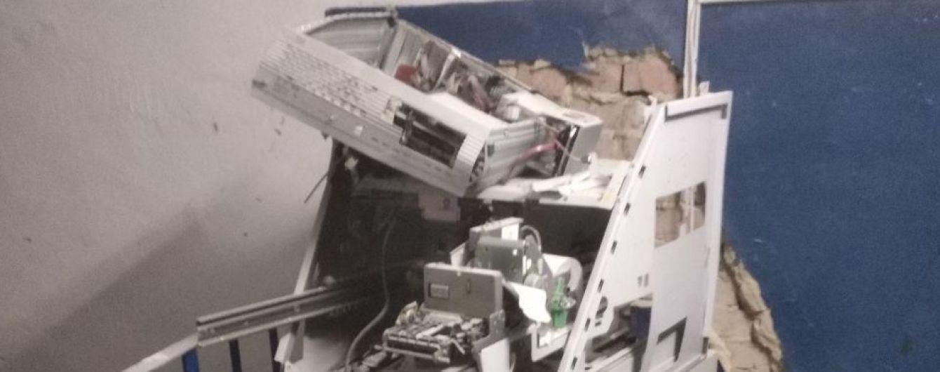 У Харкові невідомі пограбували банкомат, підірвавши його саморобною вибухівкою