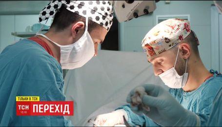 ТСН покаже перевтілення із жінки в чоловіка просто з операційної
