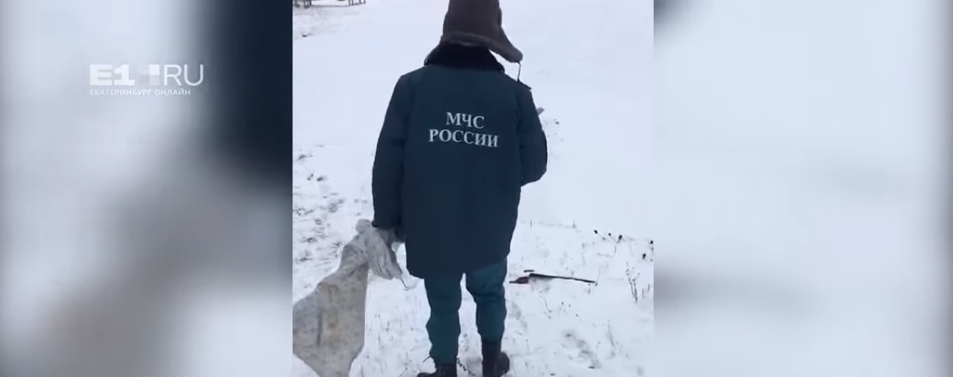 На Уралі рятувальників змусили косити сніг перед приїздом начальства