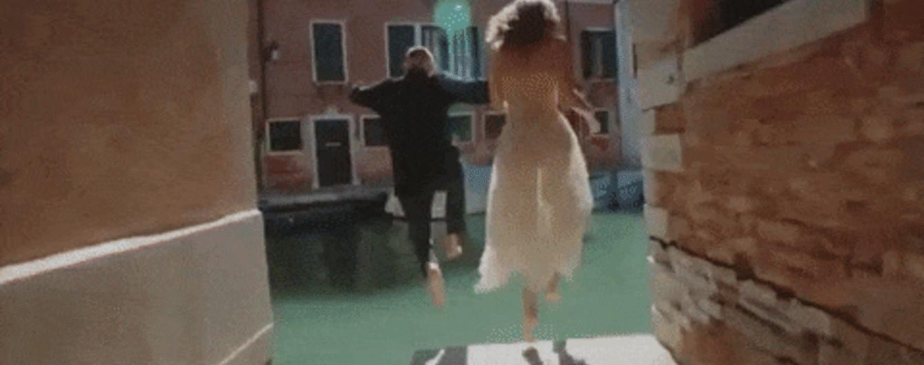 Плівкова камера, Венеція та заборонені стрибки: MONATIK представив проникливий кліп