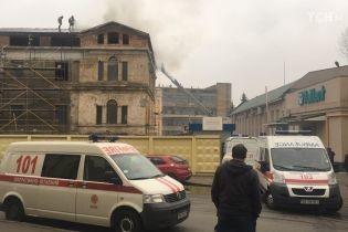 В Киеве загорелось историческое здание возле Мистецького Арсенала
