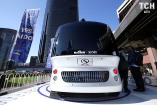 Китайский конкурент Google презентовал беспилотный микроавтобус