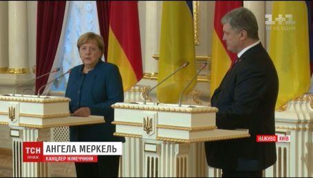 Меркель прибула до Києва, аби провести переговори щодо ситуації на Донбасі та в Криму
