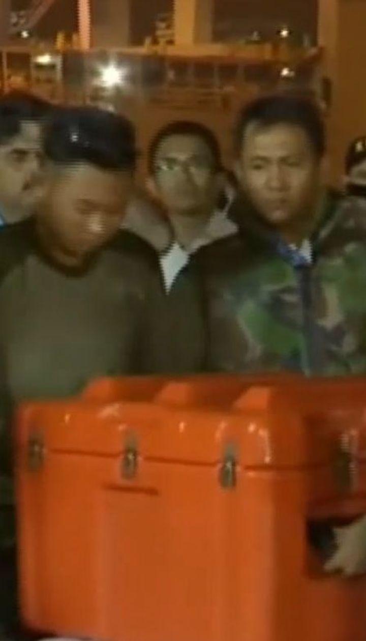 Бортовой самописец разбившегося в Индонезии самолета достали со дна Яванского моря