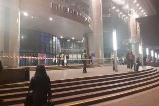 """В Киеве """"заминировали"""" два вокзала, людей эвакуируют"""