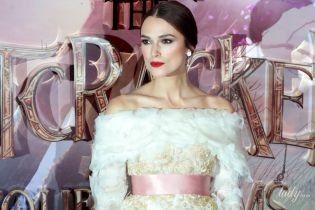 Обнажила плечи в платье от Chanel: красивая Кира Найтли на премьере фильма