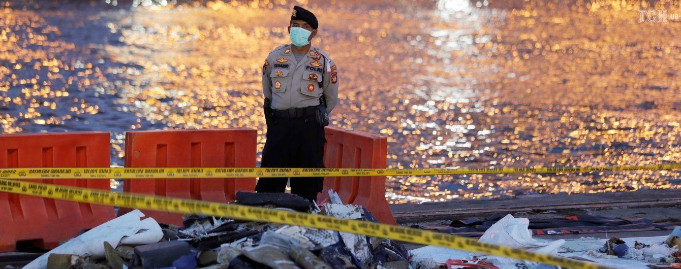 Спасатели нашли фюзеляж разбившегося в Индонезии самолета