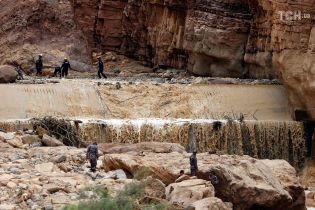 Высокая вода в пустыне: в Иордании затопило одно из семи чудес света Петру