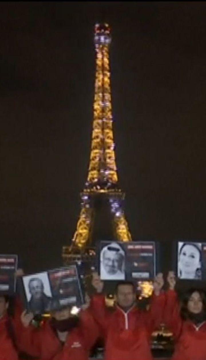У Франції згасла Ейфелева вежа на згадку про загиблих репортерів