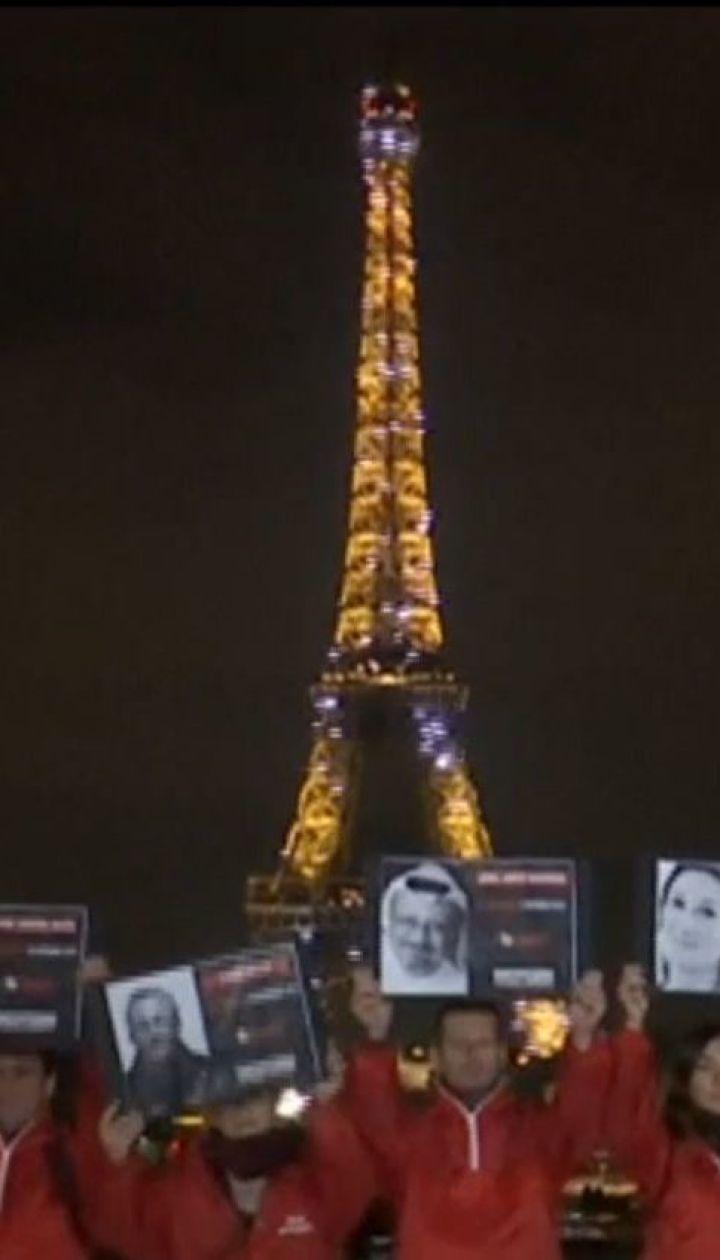 Во Франции погасла Эйфелева башня в память о погибших репортерах