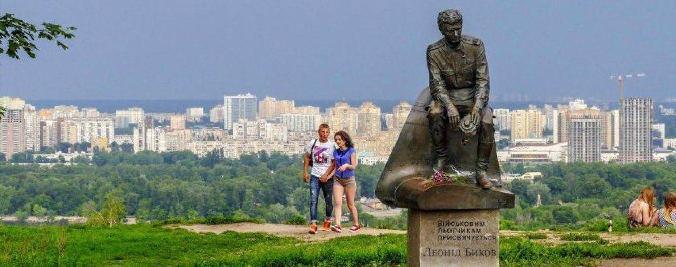 У Києві біля пам'ятника видатному актору знайшли урну з прахом дитини