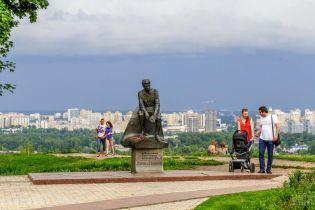 В Киеве возле памятника выдающемуся актеру нашли урну с прахом ребенка