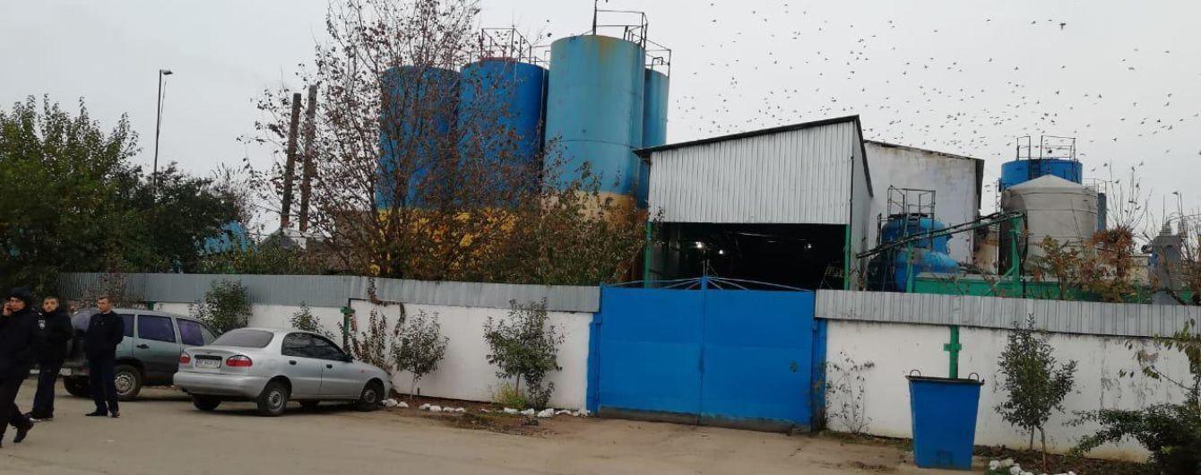 На Николаевщине неизвестные ворвались на масляный завод, связали охранника и украли 200 тысяч гривен