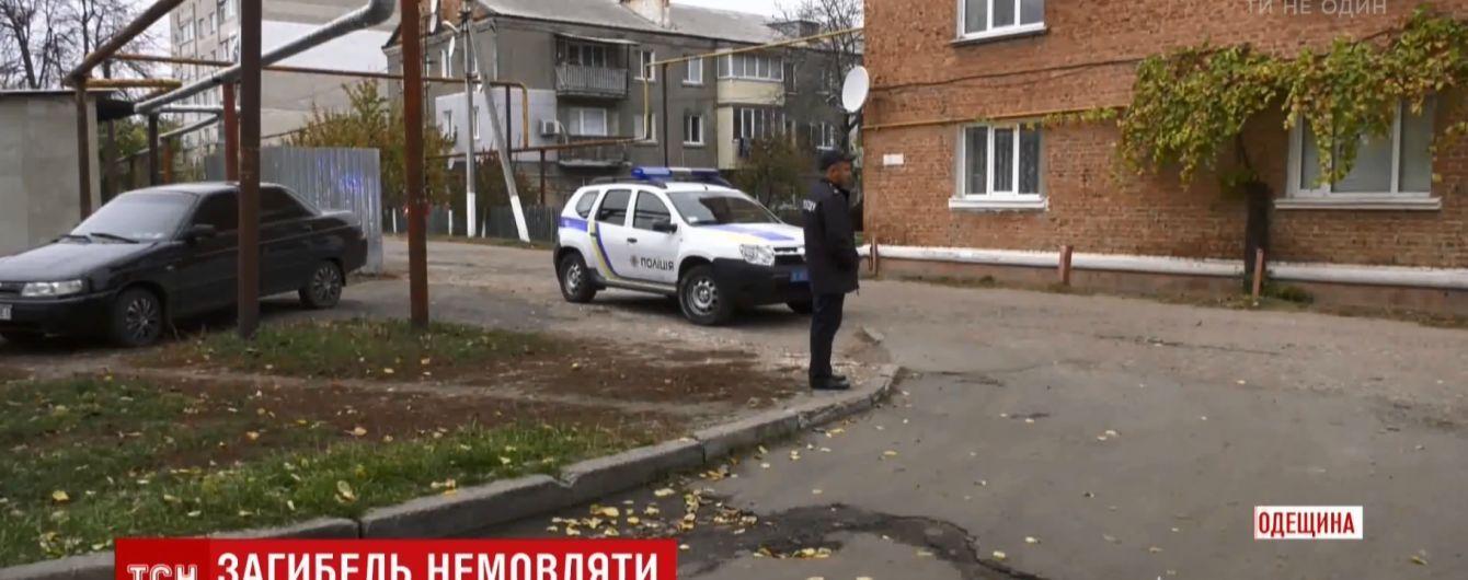 """""""Дала ему соску и прикрыла рот рукой"""": мать младенца из Одесской области рассказала о смерти сына"""