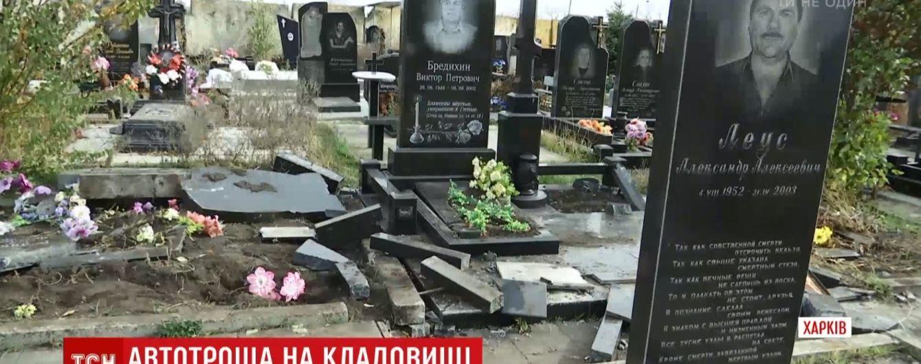 Рятував пішохода: священик Московського патріархату пояснив трощу джипом могил у Харкові