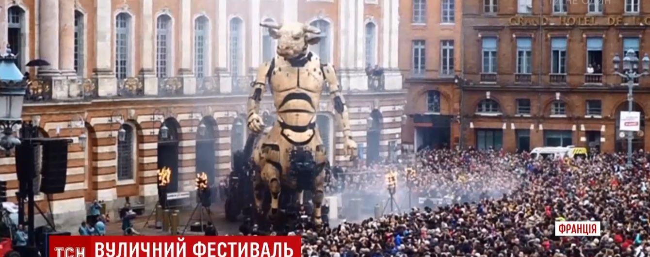 У Франції відбувся парад велетенських механічних монстрів