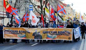 """Ікони та прапори """"Новоросії"""": у Москві націоналісти пройшли """"Руським маршем"""""""
