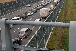 У Польщі український двоповерховий автобус зіткнувся з чотирма автомобілями: є постраждалі