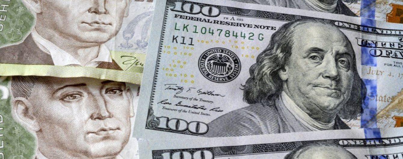 Украинцы покупают валюту больше, чем продают