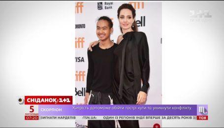 Анджелина Джоли выбирает университет для старшего сына