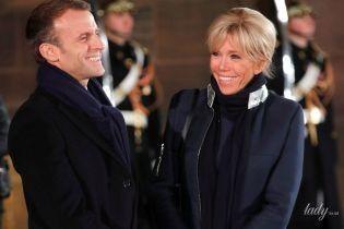 В пальто на молнии и лаковых ботильонах: Брижит Макрон на концерте в Страсбурге