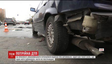 В столице на проспекте Лобановского столкнулись сразу три автомобиля