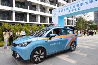В Китае запустили первые такси на беспилотных электрокарах
