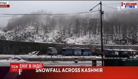 В Кашмирской провинции впервые за последние 10 лет выпал снег