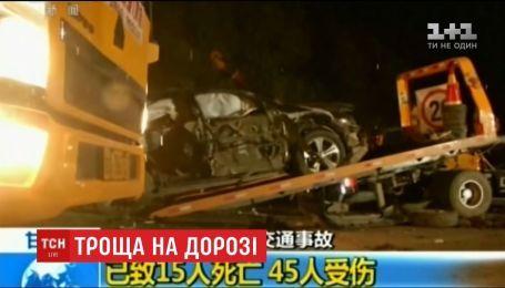 В центральной провинции Ганьсу столкнулось сразу несколько десятков машин