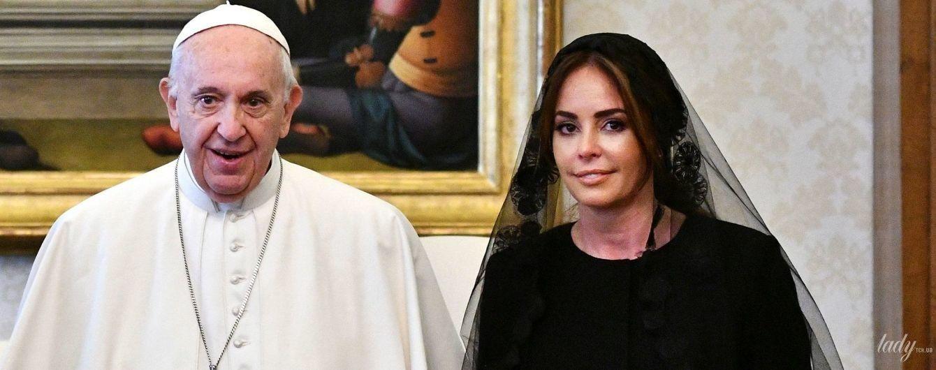Скромна і красива: перша леді Парагваю на аудієнції у Папи Римського