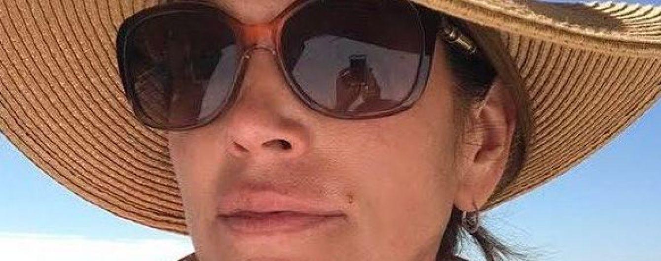 У капелюсі та окулярах: Сінді Кроуфорд поділилася пляжним знімком