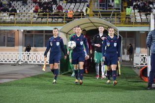 Впервые в истории футбольный матч Премьер-лиги обслужили женщины
