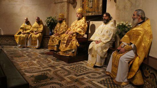 """Архієрей УПЦ МП розповів, як його """"вмовляли"""" підписати скандальну постанову церкви"""