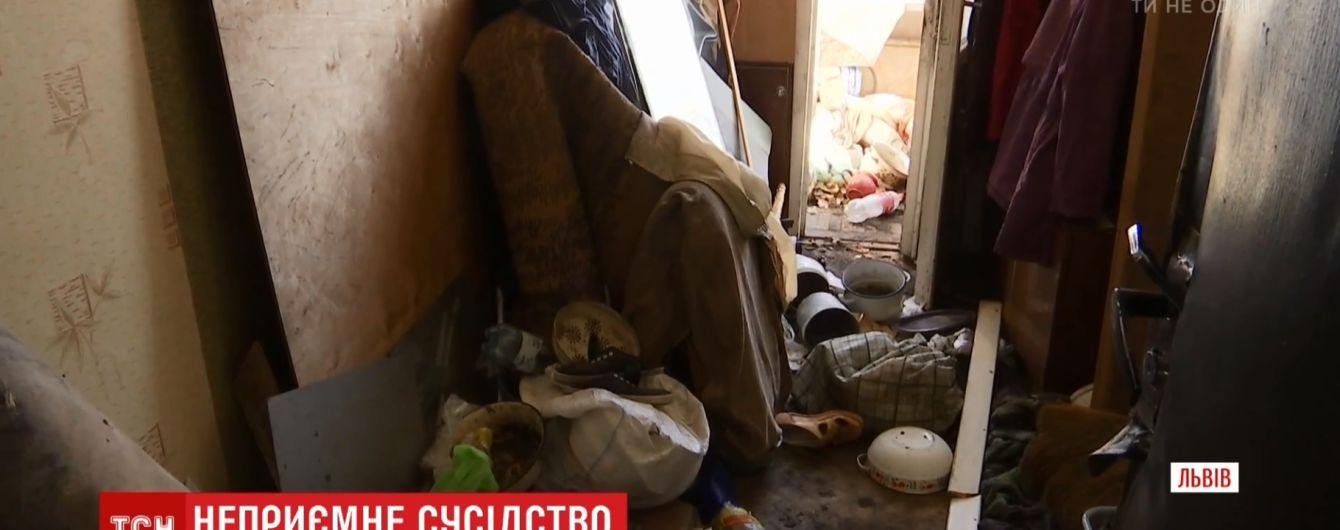 У Львові пенсіонерка тиждень тримала труп померлого чоловіка за шафою