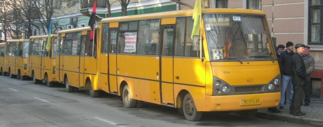 Транспортний колапс у Тернополі: маршрутники страйкують через скасування підвищення вартості проїзду