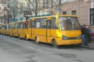 Транспортный коллапс в Тернополе: маршрутчики бастуют из-за отмены повышения стоимости проезда