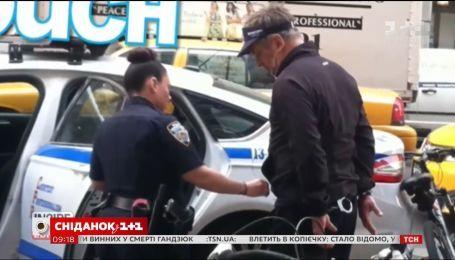 Голливудский актер Алек Болдуин подрался за место на парковке