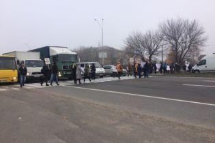 Возмущенные коррупцией люди перекрыли важное шоссе под Киевом