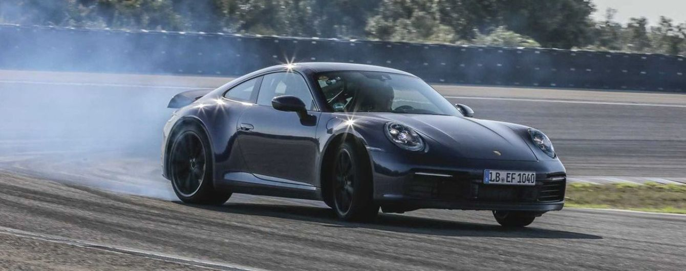 Обновленный Porsche 911 засняли на испытаниях