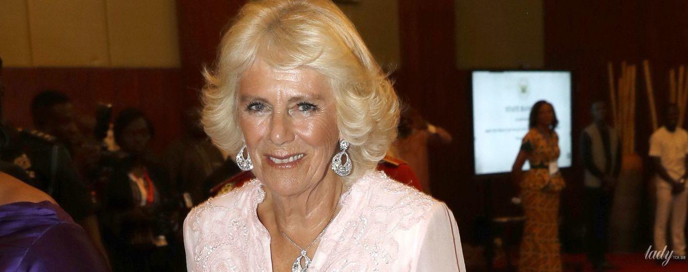В вечернем платье и бриллиантах: роскошный выход 71-летней герцогини Корнуольской Камиллы