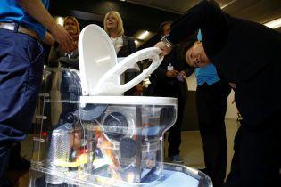 Без канализации и воды: Билл Гейтс представил инновационный унитаз