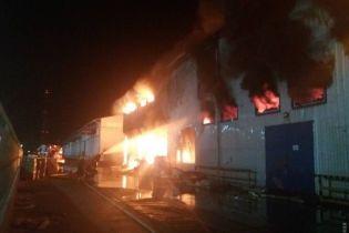 Екологи зафіксували перевищення забруднення повітря після пожежі на олієпереробному заводі