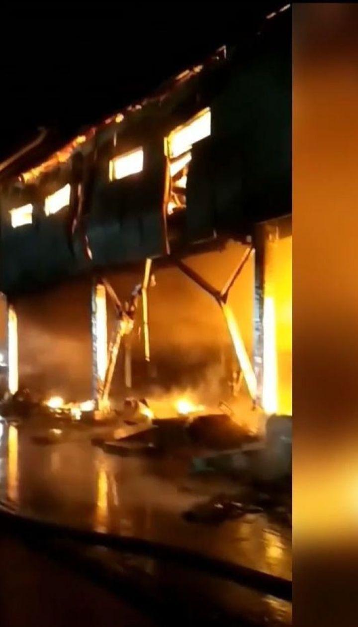 На одеському комбінаті майже 4 години гасили масштабну пожежу