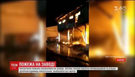 На одесском комбинате почти 4 часа тушили масштабный пожар