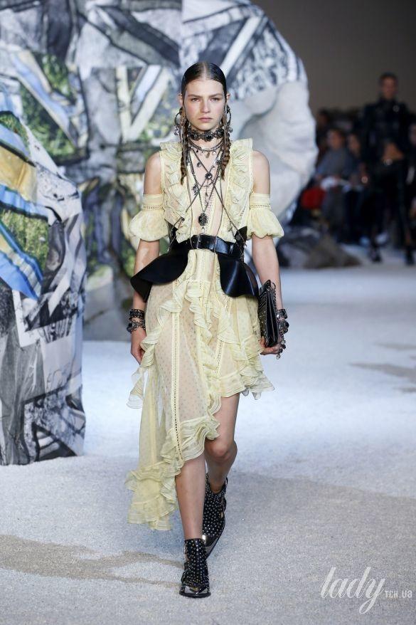 Коллекция Alexander McQueen прет-а-порте сезона весна-лето 2019_3