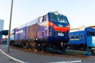 Новий локомотив General Electric забуксував під час поїздки. Його витягував радянський тепловоз