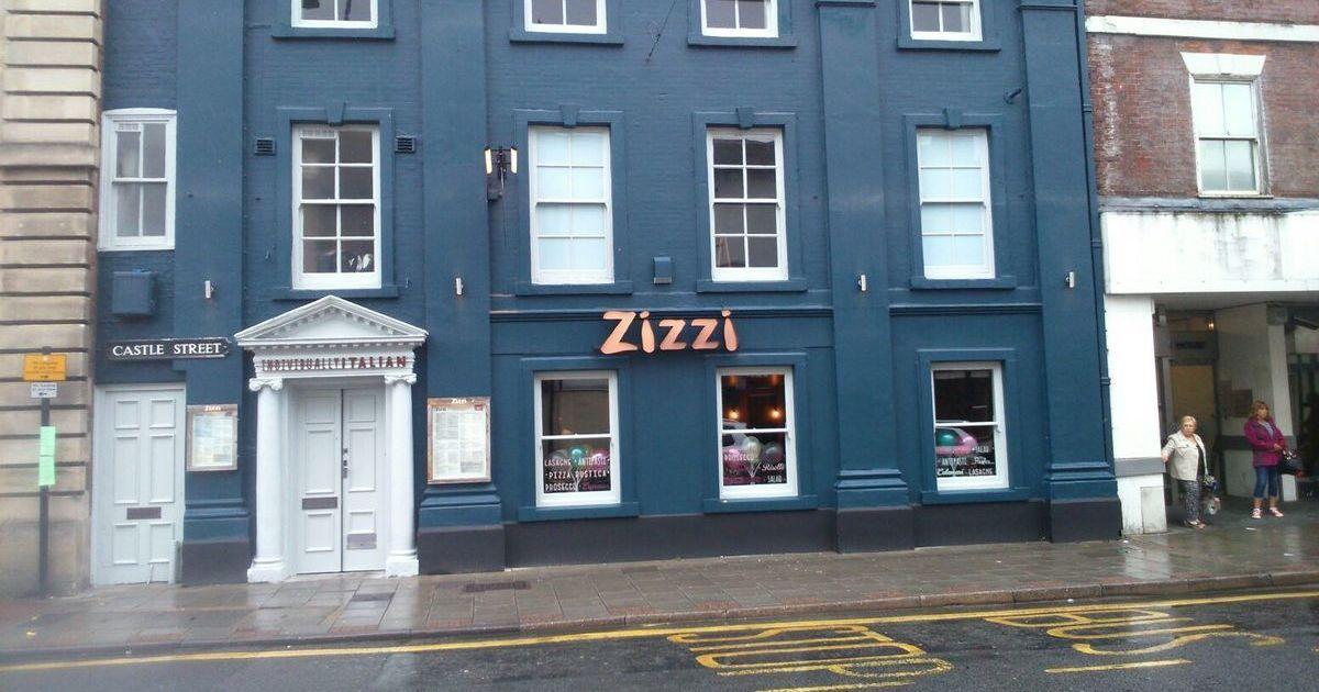 Настоящий аншлаг: в Солсбери возобновил работу ресторан, где обедали Скрипали перед отравлением