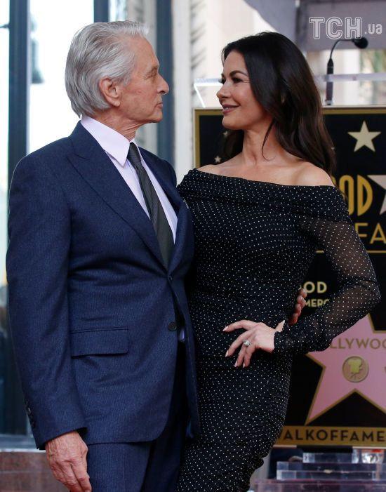 Кетрін Зета-Джонс підтримала Майкла Дугласа пристрасним поцілунком на публіці